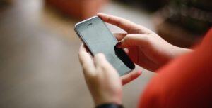 วิธีการตั้งค่า ปิด ชื่อและเบอร์โทร เราเมื่อโทรหาคนอื่นใน iPhone